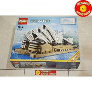 LEGO 10234 - Sydney Opera House Image 1