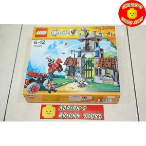 LEGO 70402 - The Gatehouse Raid Image 1